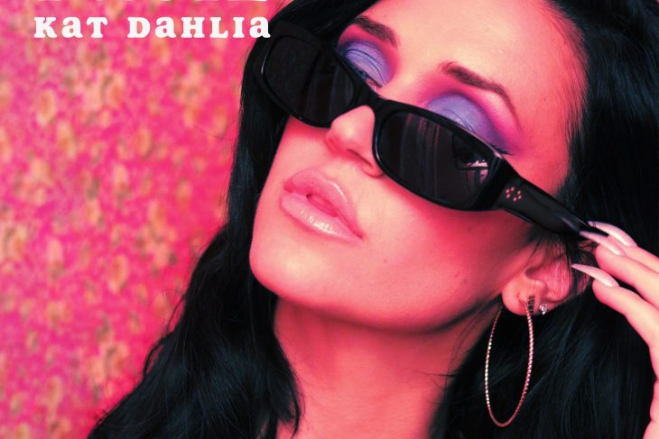 Kat Dahlia – Facil (Music Video)